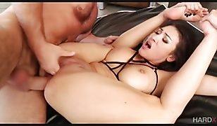 Der heiße asiatische Pornostar Jayden Lee bekommt Analsex
